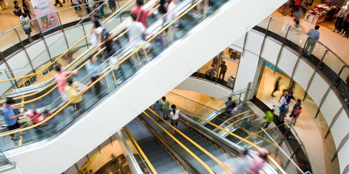 Namuose – monogamai, prekybos centruose – poligamai