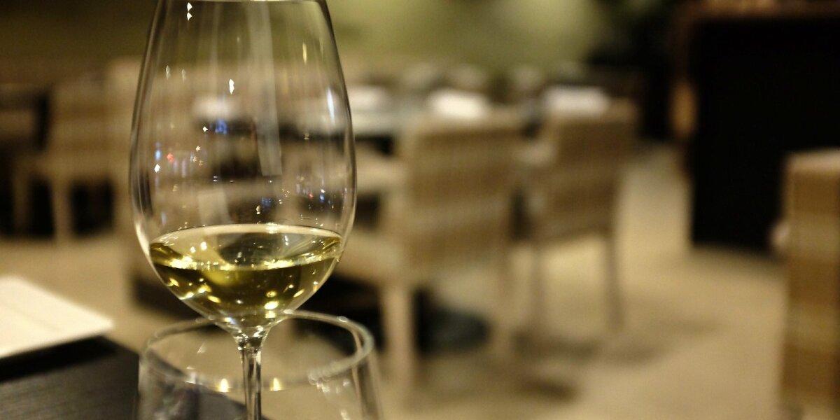 Tai išdrįso tik kelios šalys pasaulyje: kovotojai su alkoholiu taikysis į feisbuko paskyras