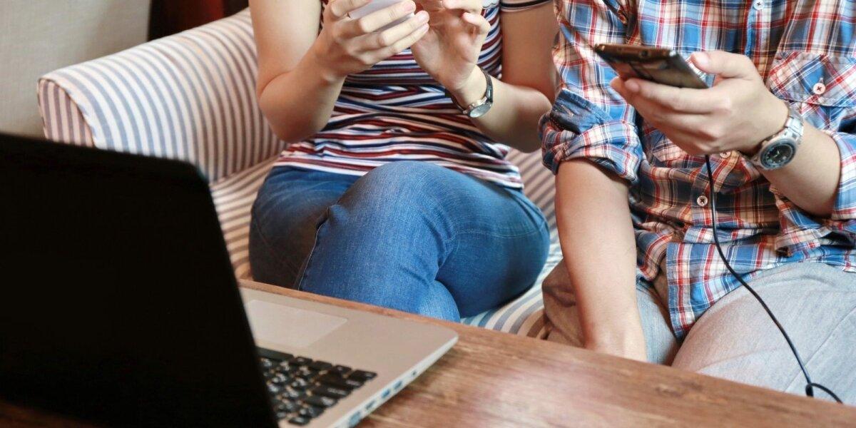 """Tyrimas: kodėl žmonės feisbuke paspaudžia """"dalintis""""?"""