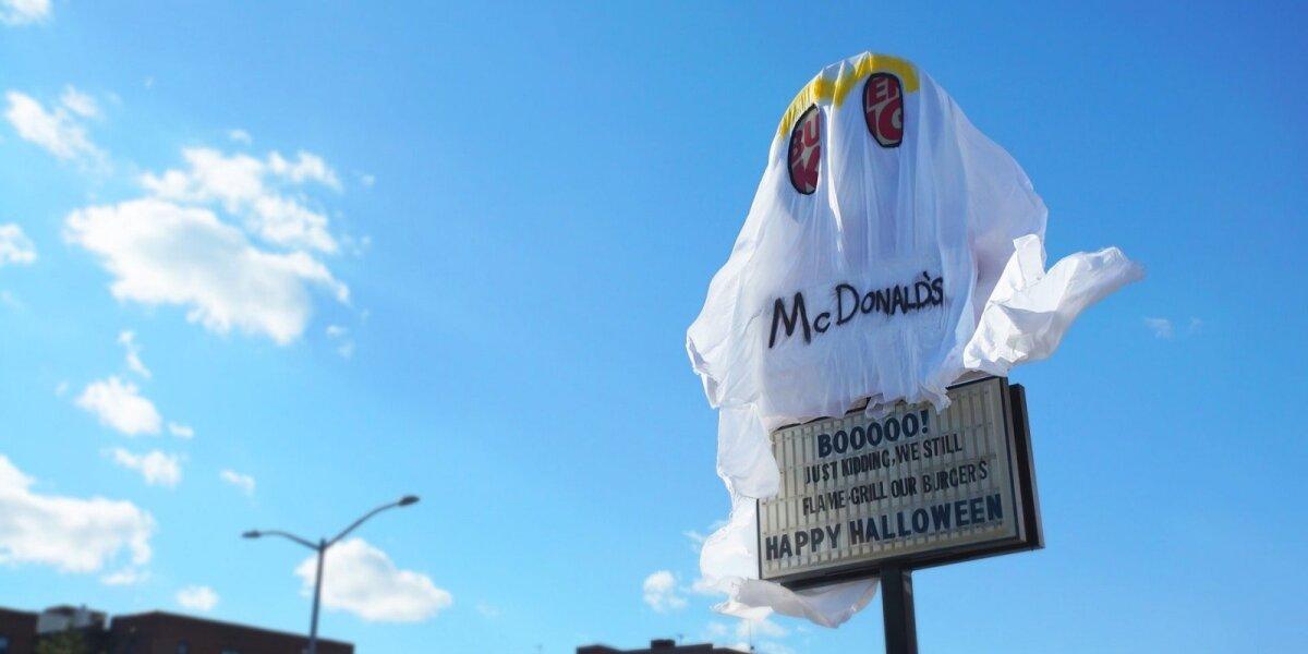 """""""Burger King"""" Helovinui persirengė """"McDonald`s"""" šmėkla"""