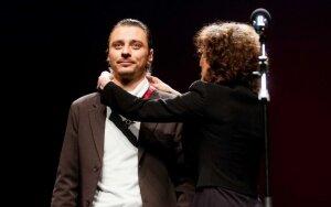 """""""Auksinių scenos kryžių"""" apdovanojimuose - akmuo į valdžios daržą dėl apkarpyto nominantų skaičiaus"""
