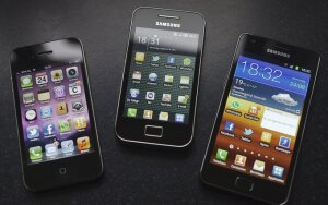 """Samsung Galaxy S2"" ir ""Galaxy Ace"" lyginami su ""iPhone 4"""