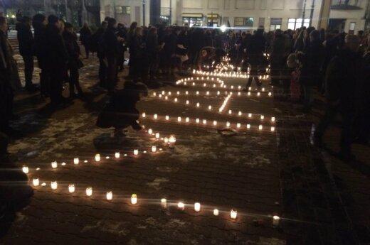 Hundreds honour Mariupol attack victims in Vilnius