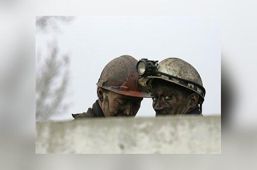 Ukrainos šachtininkai gedi žuvusių kolegų.