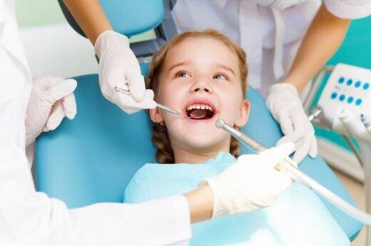 Prieš mokyklos suolą – privaloma odontologo kėdė