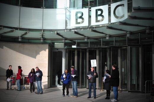 BBC žurnalistams dėl didelių algų bus skirta asmeninė apsauga