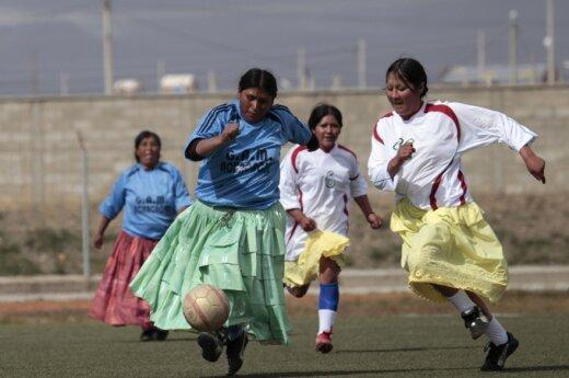 Боливийские женщины играют в футбол