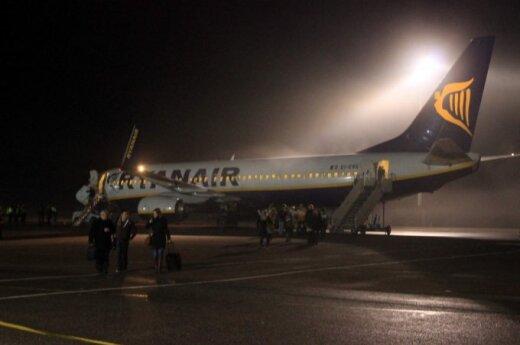 Lėktuvai negali leistis Vilniuje, nukreipiami į Kauną