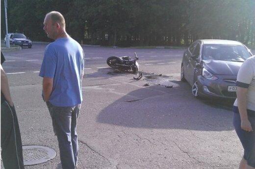 Marijampolėje įkaušęs ir be teisių motociklininkas pateko į avariją