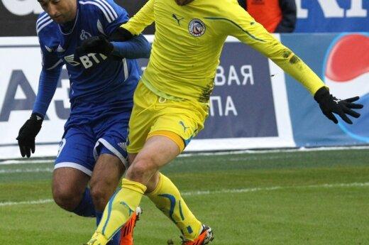 """Edgaras Česnauskis (""""Rostov"""", dešinėje) kovoja su Aleksandru Samedovu (""""Dinamo"""")"""