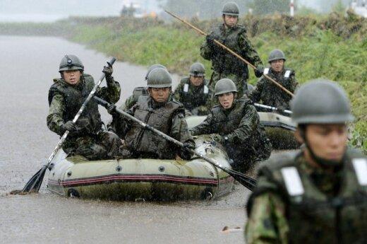 Армия и полиция в Японии ищут пропавших при наводнениях