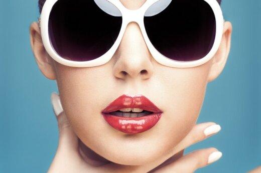 Moters veidas, plastinė chirurgija, smakras, lūpos, akiniai nuo saulės