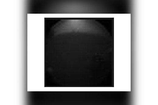 """Первое фото """"Любопытства"""". Виден марсианский грунт. Изображение NASA"""