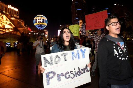 Тысячи человек приняли участие в акциях протеста против Трампа в США