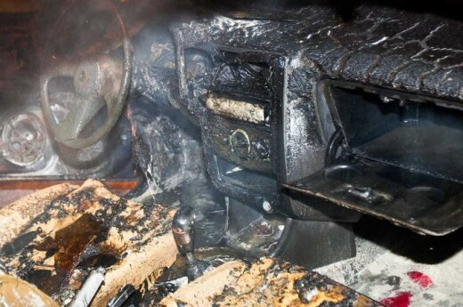 В Вильнюсе в горящий Renault врезался Mercedes, пострадал юноша