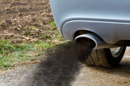 Erzinantys garvežiai miestų gatvėse: kiek dar kentėsime jų dūmų smarvę?