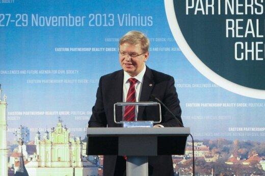 Фюле заверил Украину: это не выбор между Россией и ЕС, предложение все еще в силе