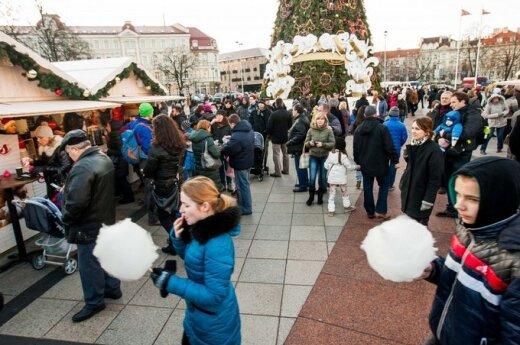 В первый день Рождества жители столицы вышли на улицы