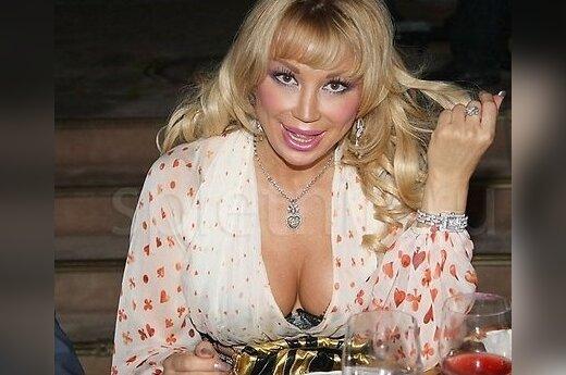 Маша Распутина устроила скандал на бесплатном концерте