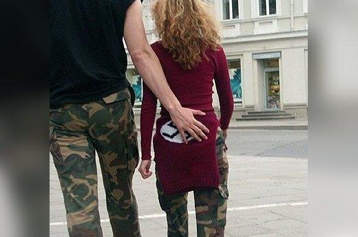 """""""Sostinės gatvėmis klajoja Hitlerio palikimas"""". Fotografuota praejusia savaite Vilniaus Katedros aiksteje, aut. Orius"""