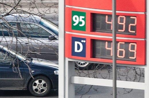 Литр бензина стоит почти пять литов
