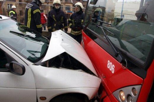 В Каунасе столкнулись автобус и Renault