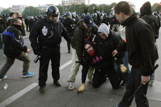 Francja: Setki osób zatrzymano podczas zamieszek w Paryżu