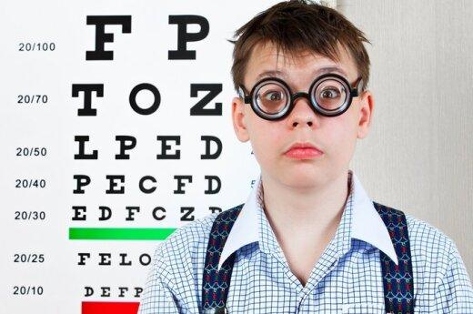 Vaikas pas akių gydytoją