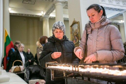 Lietuvoje moterys religingesnės nei vyrai