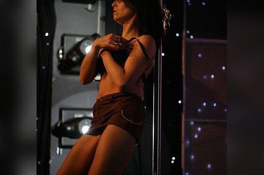 Izrael: przedwyborczy striptiz na antenie telewizji