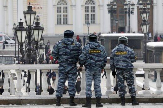 """Лубянка ждет оппозиционеров: два одиночных пикета, ОМОН, кинологи и """"скорая"""""""
