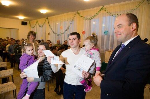 Polacy z Mariupola otrzymali Karty Polaka. FOT. P. MOLĘCKI/ KPRP