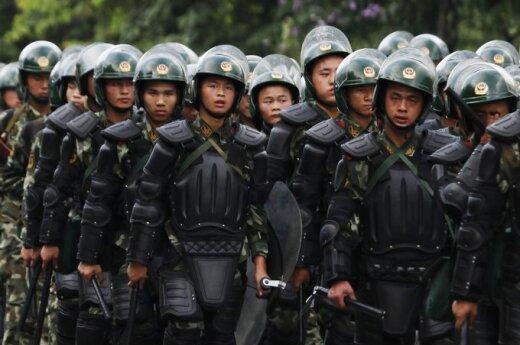 Chiny: Zamiast pałek policja używa siły spojrzenia