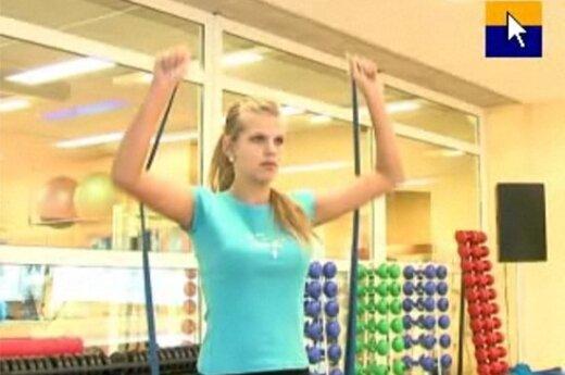Mankštinkimės: pratimai pečių, krūtinės ir nugaros raumenims stiprinti