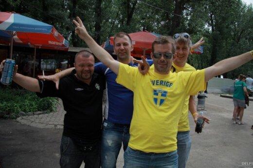 Шведские болельщики обосновались в центре Киева