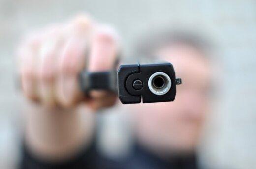 Милиционер расстрелял группу молодых людей за снежок