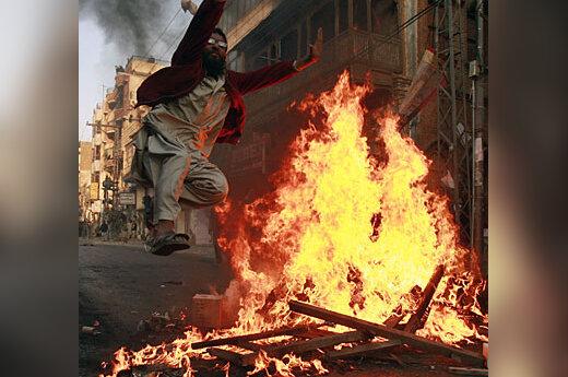 Benazir Bhutto rėmėjas, Pakistanas, ugnis, laužas