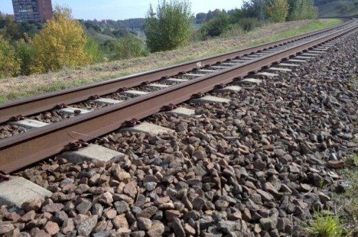 С рельсов сошел товарный поезд