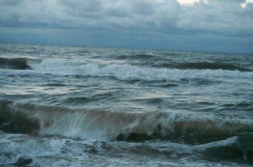 Baltijos jūra žiemą: keistuoliai nebijo maudytis ir gruodį