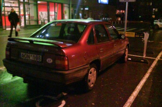 Vilniuje, prie PC Rimi, Savanorių pr. 2009-11-10, 18.50 val.