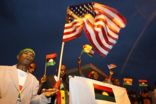 Обама прибыл в Африку поддержать демократию