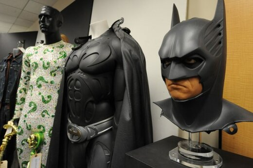"""Aukcione parduodamas Betmano kostiumas, kurį filme """"Betmanas amžiams"""" vilkėjo Valas Kilmeris"""