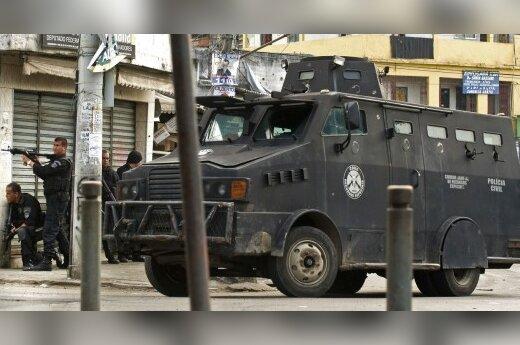 Бразильский спецназ штурмует фавелы в Рио