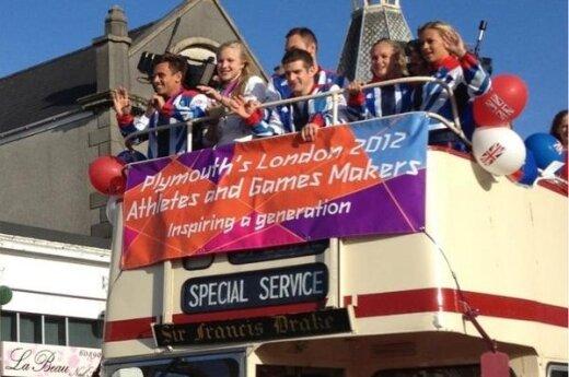Rūta Meilutytė dalyvavo olimpiečių pagerbimo parade Plimute (Twitter nuotr.)