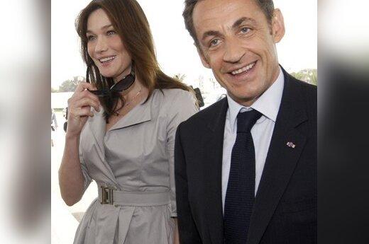 Заигрывания Саркози и Бруни сняты на видео