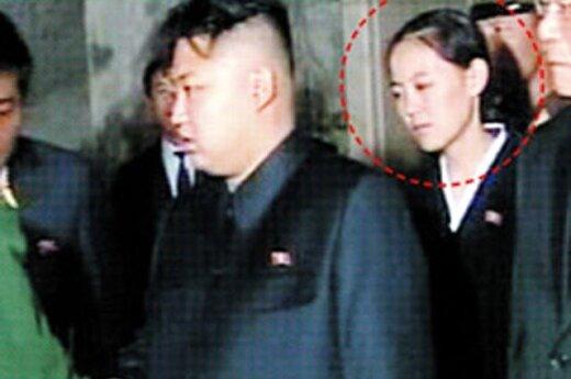 Ким Чен Ын посетил детский сад с таинственной спутницей