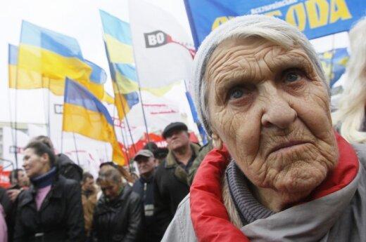 Ukrainoje šimtai demonstrantų protestuoja dėl pavogtų rinkimų