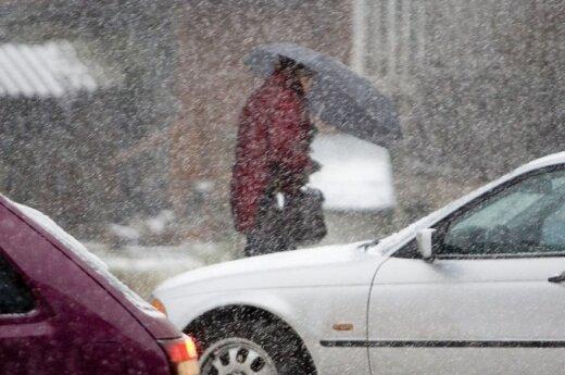 Из-за обильно выпавшего снега на дорогах хаос