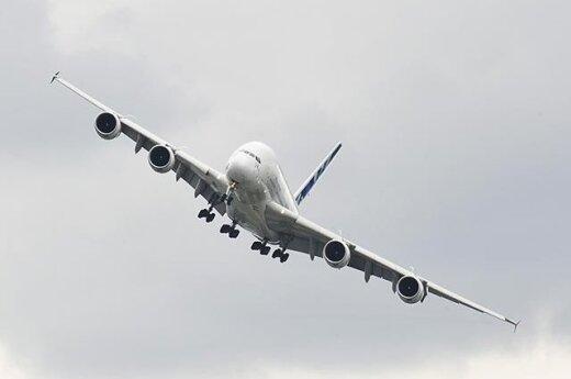 В Гонконге сел попавший в турбулентность А-380 с 526 людьми на борту