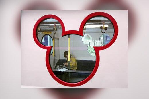 Honkongo Disnėjaus parko traukinio durų langas - Peliuko Mikio galvos formos
